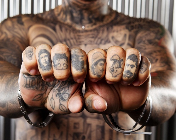 Posez 10 questions tout en conseillant sur les conceptions de tatouage