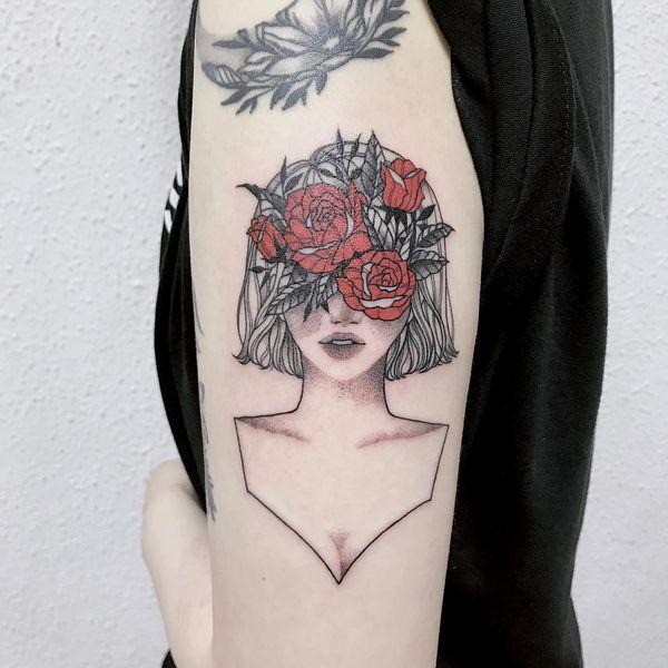 Les meilleurs tatouages de roses avec une fille