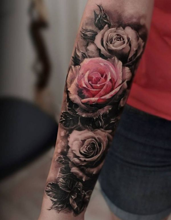 Tatouage rose noir et rouge