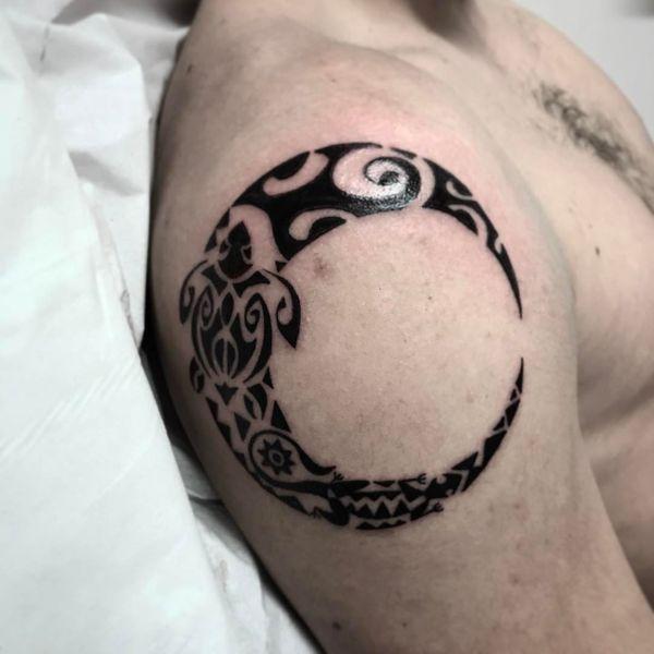 Tatouages Mystérieux De La Lune Du Soleil Et Des étoiles