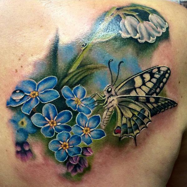 Fleurs 3D avec tatouage papillon