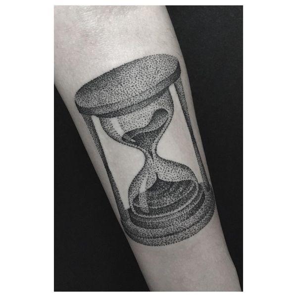 45 conceptions de tatouage de sablier avec le symbolisme