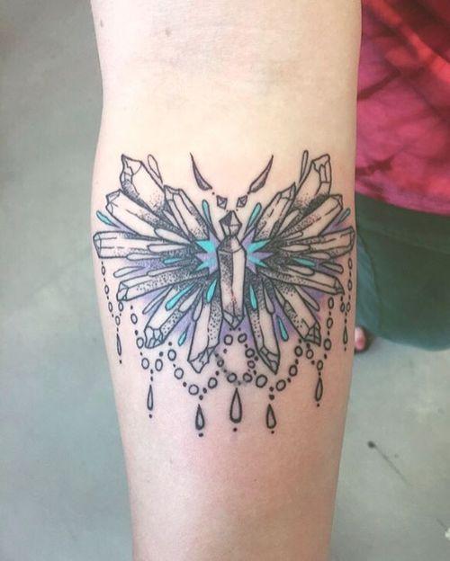 Tatouages étonnants de papillons tribaux