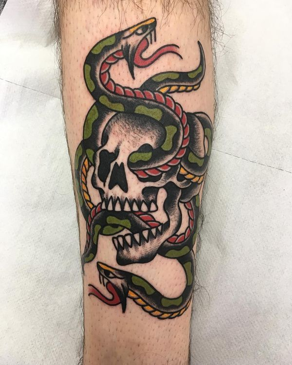 Tatouages de serpent dans le style traditionnel