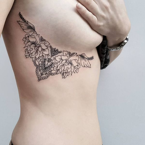 Idées de conceptions de tatouage Underboob