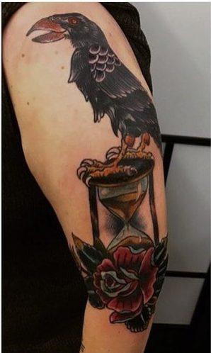 Tatouages Raven dans le style old school
