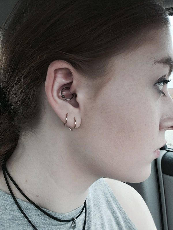 Meilleur Daith Piercing: Tout ce que vous devez savoir!  (Y compris les images)