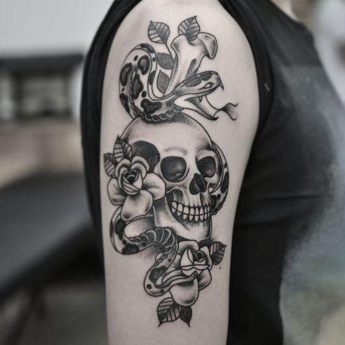 Dessins superbes de tatouages de crâne et de serpent