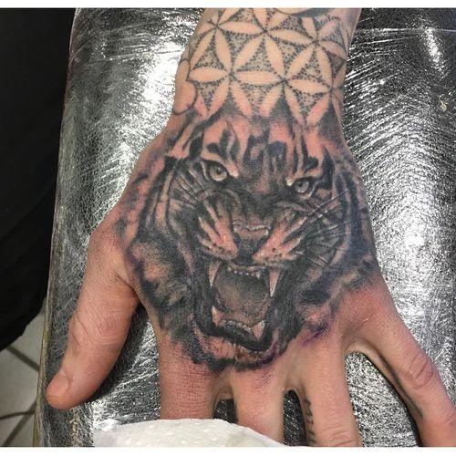 Belles idées de tatouage de tête de tigre