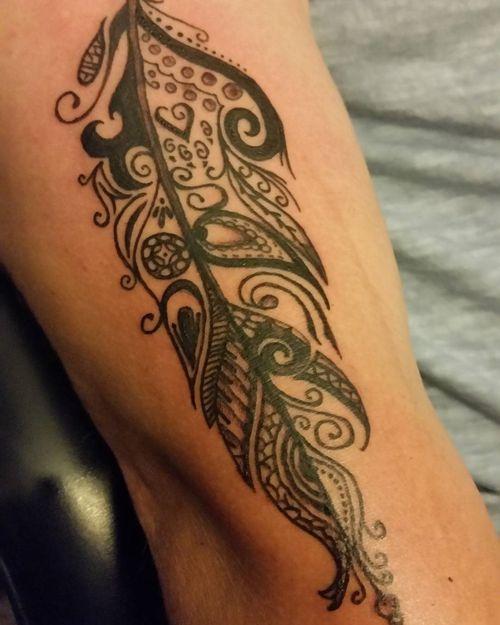 Tribal aigle plume manchon demi tatouage