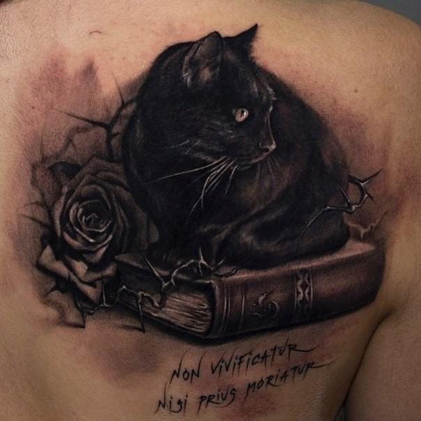 Tatouages de chat noir dans des styles différents