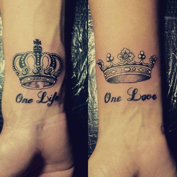 50+ tatouages brillants de la couronne idées avec symbolisme