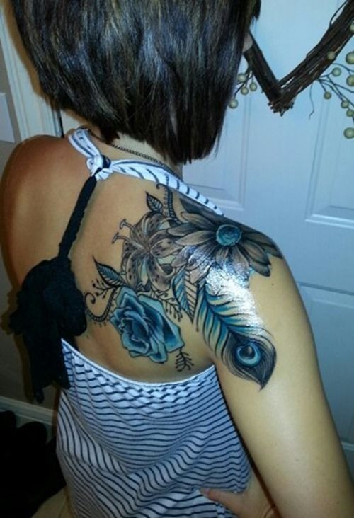 Idées de beau tatouage de paon avec des plumes