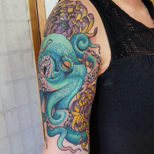Tatouages à manches bras de poulpe
