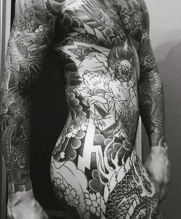 Tatouages nus corps entier