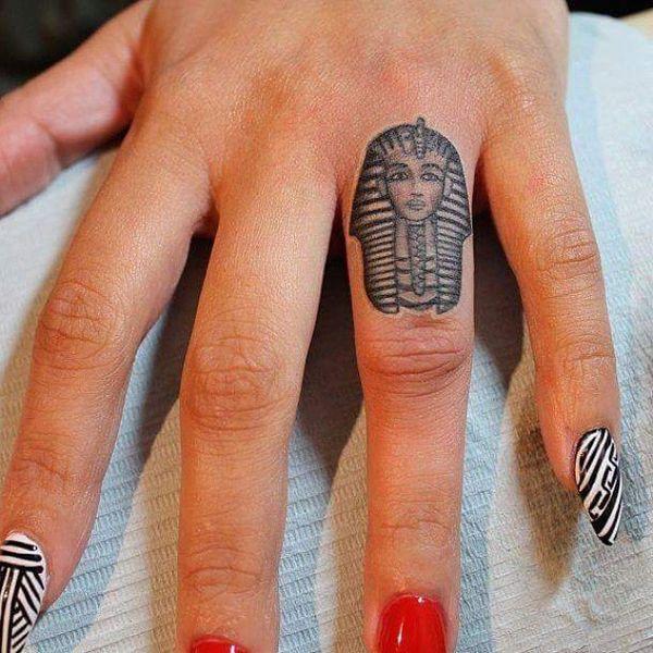 Tatouages et significations égyptiennes frappantes