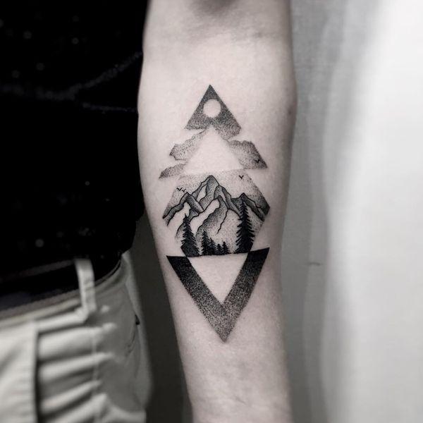 Idée de conception de tatouage de montagne