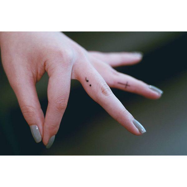 Sens et conceptions de tatouage de point-virgule