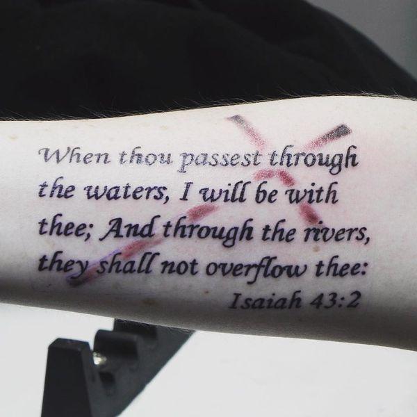 43 conceptions les plus honorables de tatouage de bible de la Bible