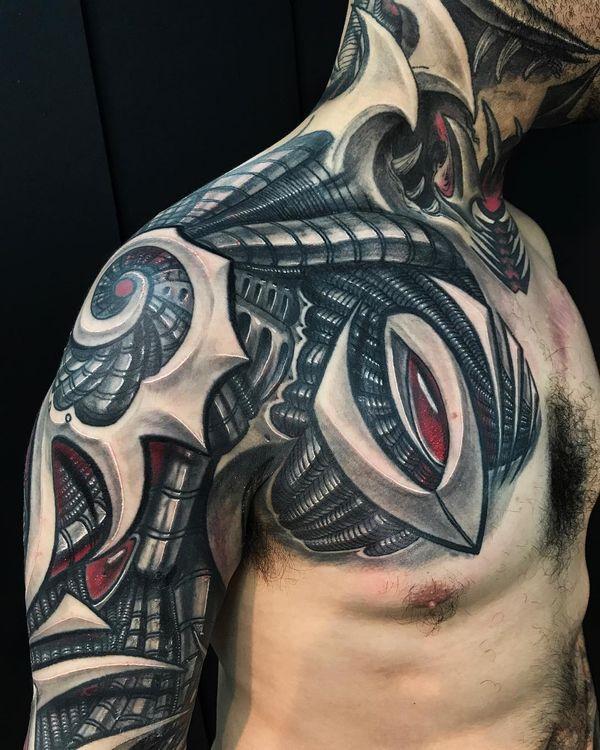 Tatouage de bras biomécanique