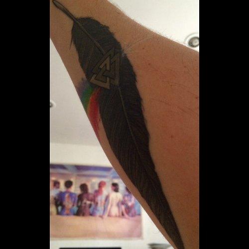 Tatouages significatifs de plumes de corbeau