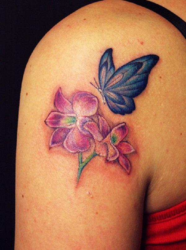 tatouage de papillon avec des fleurs 45